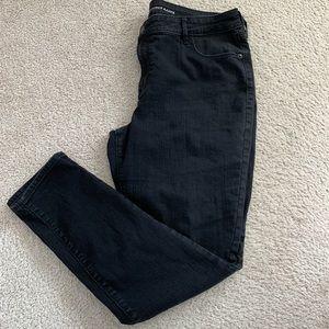 Old Navy Super Skinny Mid-Rise Black Jeans